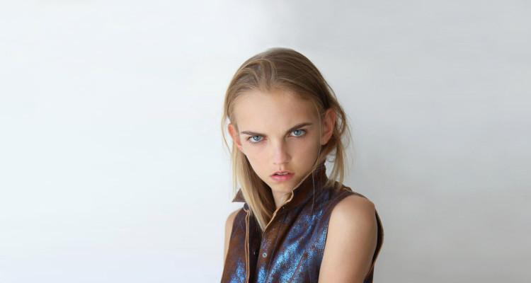 Model_Molly_Bair